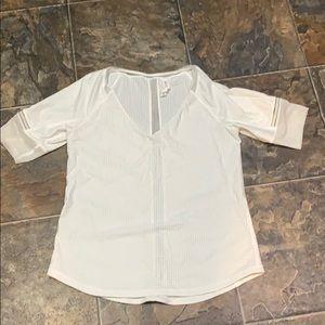 White lulu jersey tshirt 🤍 EUC